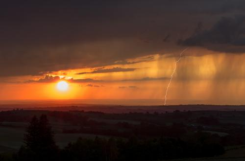 Eclair et coucher de soleil