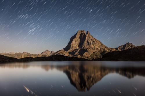 Filé d'étoiles sur le Pic d'Ossau