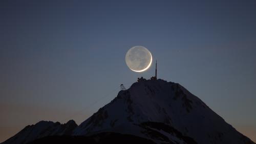 Le Pic et le croissant de lune