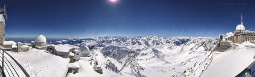 Panorama complet des Pyrenees depuis le Pic du Midi
